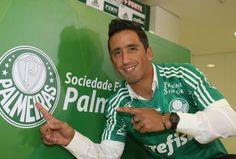 Barrios é apresentado com a camisa do Palmeiras (foto: Reginaldo Castro)