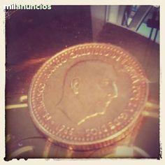 . Moneda de una peseta de franco 1966*1974 cobre 900 alumunio 100 milesimas peso 3.5 gramos 21 mm canto estriado ceca m todas las leyendas visibles, si eres de santiago de compostela te la entrego en tu casa, gracias