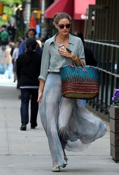 Olivia Palermo looking amazing in a Mango shirt, Topshop skirt, London Sole shoes and La Perla bag. #oliviapalermo #style #pastels