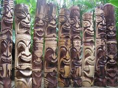 Our carvings are made from koa wood like the decorative paddles or the Hawaiian weapons. For the tiki carving we use the monkey pod wood which has a beautiful grain. Tiki Hawaii, Hawaiian Tiki, Tahiti, Tiki Pole, Monkey Pod Wood, Tiki Head, Tiki Statues, Tiki Art, Tiki Tiki