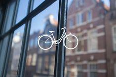 Nous avons jeté notre dévolu sur Amsterdam pour profiter au mieux de ce weekend de Pâques. Notre dernier weekend en amoureux datait d'octobre à NYC. Il était grand temps de retourner à la conquête du monde, dans une ville que nous ne connaissions pas ! Nous avons pris les billets de Thalys en décembre/janvier à seulement 70€ A/R. C'est ce qui est le plus pratique pour se rendre dans cette capitale car la gare est en plein centre, le temps est compté en 3 jours donc inutile de le perdre dans…