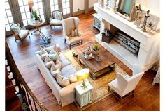 Plassering av møbler i stua. Alt må ikke mot veggen! Husk end tables ved sofa! :D