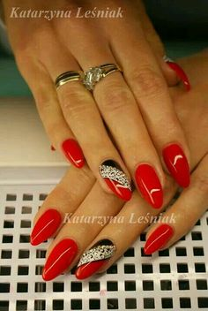 Having short nails is extremely practical. The problem is so many nail art and manicure designs that you'll find online Red Gel Nails, Red Nail Art, Red Acrylic Nails, Pink Nails, Black Nails, Xmas Nails, Holiday Nails, Christmas Nails, Fancy Nails