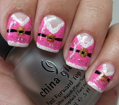 Mrs. Claus Nails! Wish I saw this sooner, or I would've tried my hand at it. | #christmas #nails #nailart