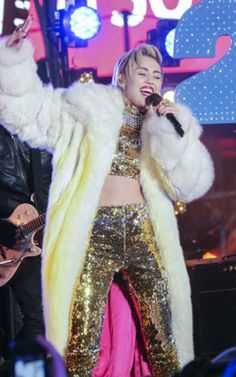 Why Miley Cyrus should make covering up her New Year's resolution for 2014 - Yahoo omg! UK