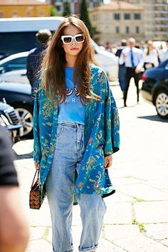 Street Style: A Hippie Chic Take On Vintage-Style Denim (Le Fashion) Street Style: A hippie chic to take in vintage style jeans Street Style Chic, Milan Fashion Week Street Style, Looks Street Style, Milan Fashion Weeks, Looks Style, Hippie Chic, Hippie Style, Mode City, Chemise Fashion