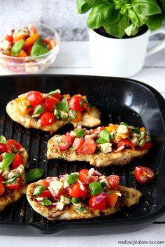 kurczak_z_salatka_caprese2 Bruschetta, Ethnic Recipes, Food, Essen, Meals, Yemek, Eten
