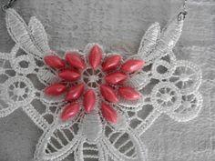 Cores e ganham vez nas bijoux, quase joias. http://pry-olyver.blogspot.com.br/2013/01/acessorios-para-o-inverno-2013.html