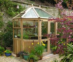 Stramshall is an octagonal greenhouse in cedar and measures 2,5 x 2 meters. Ideal for the smaller garden. http://garden-greenhouse.se/