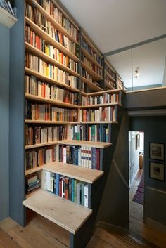 Most book lovers and collectors dream of having a home library to hold and display their beloved books. Take a look at these cool home library ideas, Stair Bookshelf, Book Stairs, Creative Bookshelves, Bookshelf Design, Bookshelf Ideas, Bookshelf Inspiration, Attic Stairs, Dream Library, Future Library