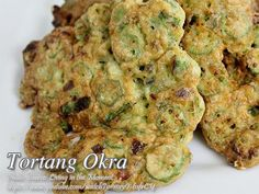 This is a simple vegetable omelet dish made from okra, eggs, rice flour and spices. Okra Recipes, Vegetable Recipes, Meat Recipes, Filipino Dishes, Filipino Recipes, Filipino Food, Pinoy Veggie Recipe, Easy Healthy Recipes, Easy Meals