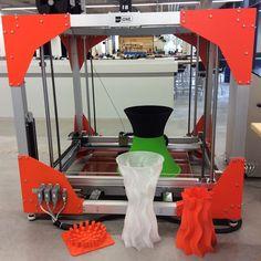 Die #MakerCrew ist #arbeitswütig! So gut gefällt uns der #bigrep #3ddrucker dass wir ihm keine #Pause gönnen. #MakerSpaceMunich #design #3dprinting #begeisterung by makerspacegmbh