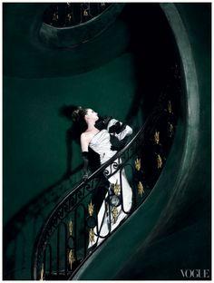 Anne Hathaway – Vogue, November 2010  Photo Mario Testino