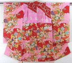 This is a vintage Yose Juban(undergarment) for girls with flower fan and flower vase pattern, which is dyed. 'Botan'(peony), 'suisen'(narcissus), rose, 'sakura'(cherry blossom) and some other seasonal flowers are designed vibrantly