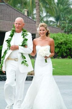 Father Escorting Daughter    Photography: Stewart Pinsky Photography   Read More:  http://www.insideweddings.com/weddings/all-white-destination-beach-wedding-in-hawaii/274/