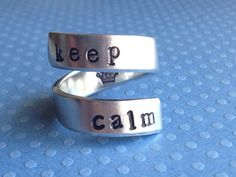 Keep Calm Twist Ring Aluminum par FamilyHouseStampin sur Etsy https://www.etsy.com/ca-fr/listing/161690725/keep-calm-twist-ring-aluminum