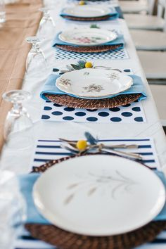 mix and match china and patterned placemats | Megan Thiele #wedding