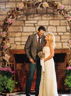 Miranda Lambert married Blake Shelton in a vintage wedding gown that her mother also wore.
