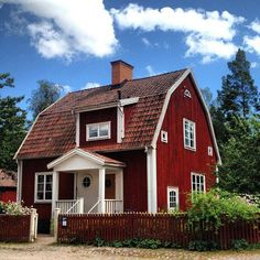 Typical Swedish house - this is something I'd like to have as my summer home Swedish Cottage, Red Cottage, Swedish House, Cozy Cottage, Red Houses, Little Houses, Barn Houses, Swedish Style, Second Empire