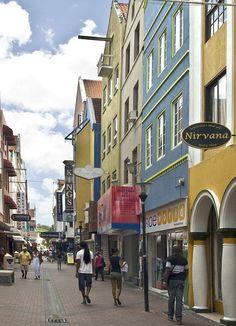 Curacao, Heerenstraat. Heerenstraat is a shopping street in Punda, the oldest part of town. It runs behind and parallel to Handleskade.