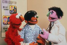Sesame Street characters Elmo and Dani, who has asthma, talk to Dani's doctor.