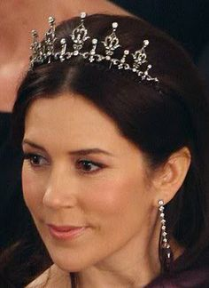 Crown Princess Mary's Wedding Tiara Crown Princess Mary wore this diamond tiara, a gift from Queen Margrethe and Prince Henrik, on her wedding day in 2004. The piece can also be worn as a necklace, and an extra row of pearls can be affixed to its base.