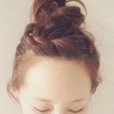 {6D68851C-0332-45CA-BCCF-22D21FACF9DD:01} Eyeliner Tape, Messy Bun, Cute Hairstyles, Hair Inspiration, Hair Makeup, Hair Beauty, Hair Styles, How To Make, Fashion