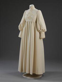 Jean Muir Wedding dress Worsted wool twill trimmed with braid Designed for Lady Pamela Harlech Jean Muir, 1960s Fashion, Vintage Fashion, Bridal Gowns, Wedding Gowns, Vintage Outfits, Vintage Mode, Wool Dress, Jeans Dress