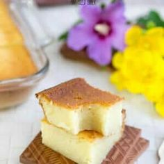 This Butter Mochi Recipe is a little taste of home. It is a favorite snack in the Hawaiian Islands and it's soft and full of yummy butter and coconut flavors. Jello Recipes, Baking Recipes, Cake Recipes, Dessert Recipes, Pastry Recipes, Frosting Recipes, Baking Ideas, Brunch Recipes, Bread Recipes