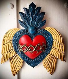 Es una historia de manana Es una historia de amor Es una historia que amor reinera Por nuestro mundo Es una historia de mi corazon Stevie Wonder ❤️ Mexican Crafts, Mexican Folk Art, Rose Cookies, Diy And Crafts, Arts And Crafts, Painted Baskets, Paper Mache Clay, Tin Art, Heart Art
