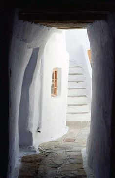 Greek Design Love: The Influence of Greek Art & Architecture Greek Design, Greek House, Greece Islands, Greek Art, Greece Travel, Places Around The World, Art And Architecture, Beautiful Places, Decoration