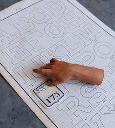 Image of Petite main sculptée en terre cuite