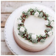 Be generous. Christmas Cake Designs, Christmas Cake Decorations, Holiday Cakes, Pretty Cakes, Cute Cakes, Beautiful Cakes, Buttercream Cake Designs, Buttercream Flower Cake, Frosting