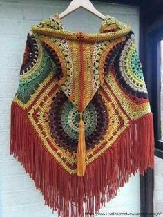 we are with amazingly beautiful and fashion-worthy 50 free crochet poncho patterns that can be with you whole of the year to style you up! These ponchos Poncho Au Crochet, Crochet Jacket, Crochet Granny, Crochet Scarves, Crochet Clothes, Crochet Stitches, Knit Crochet, Crochet Patterns, Poncho Shawl