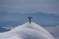 CLOUDS ROLLING OVER RIO  Photograph via gguerind on Reddit   In this dramatic photograph, we see clouds rolling past the base of the iconic Christ the Redeemer statue in Rio de Janeiro, Brazil. I was unable to find more information on this photograph and a reverse image search on TinEye and Google [...]