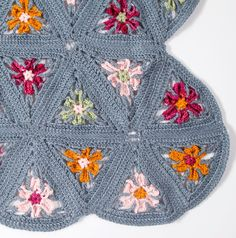 Triangular Motifs • Free tutorial with pictures on how to crochet a granny square in under 15 minutes