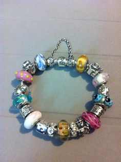 So colorful :) What a playful Pandora Murano collection, whoever made this.