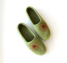 Women felt slippers  felted wool slippers  green felt by AgnesFelt