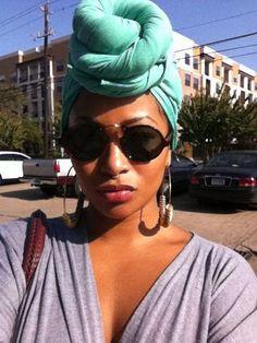 Tae Heckard: Kopftücher & Schleifen - Recipes,Hair And My Hairstyle, Scarf Hairstyles, Head Wrap Scarf, Head Scarfs, Scarves, African Head Wraps, African American Hairstyles, African Hair, Turban Style
