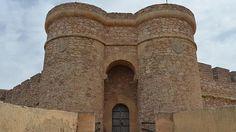 CASTLES OF SPAIN - Castillo de Chinchilla, Montearagón, Albacete, Construido sobre restos romanos, godos y árabes. En el siglo XV fue restaurado por el Marqués de Villena. Durante tres siglos, la fortaleza fue usada como prisión albergando personajes como César Borja, al que se le atribuyó el asesinato de su hermano, el Duque de Gandía. Sirvió de cuartel de las tropas napoleónicas durante la guerra de Independencia.