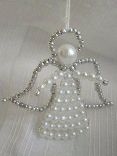 Simple Do It Yourself Christmas Crafts - Angel Beaded Christmas Decorations, Christmas Angel Ornaments, Beaded Ornaments, Christmas Diy, Wire Crafts, Bead Crafts, Jewelry Crafts, Beaded Angels, Motifs Perler