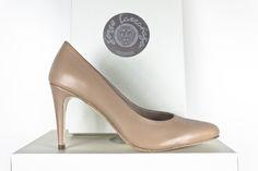 #Zapato #stiletto #beige #moda #fashion #tendencia #classic #style #handcrafted #shoes #handmade #madeinspain #highheels www.jorgelarranaga.com
