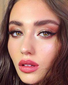Gorgeous Makeup: Tips and Tricks With Eye Makeup and Eyeshadow – Makeup Design Ideas Party Makeup, Bridal Makeup, Wedding Makeup, Mini Makeup, Make Up Looks, Makeup Tips, Hair Makeup, Makeup Ideas, Makeup Set