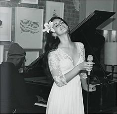 Lana Del Rey wearing a white dress and a white flower in her hair - smiling and eyes closed Young And Beautiful, Beautiful People, Most Beautiful, Beautiful Women, Elizabeth Woolridge Grant, Jenifer Lawrence, Indie, Pin Up, Celebs