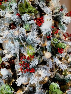 15 Christmas Tree Decorating Ideas : Decorating : HGTV