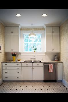 Wallpaper kitchen and patterned tiles Höja upp fönsterkarmen? trevlig tapet
