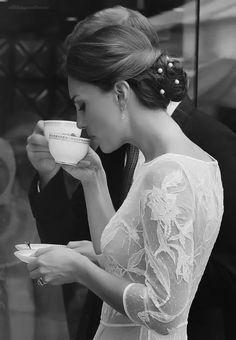 'lady at the cafe   ~~  X ღɱɧღ ♫