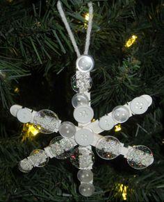bricolage Noël maternelle- flocon de neige décoré de boutons blancs