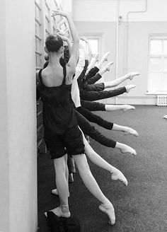 <<Students of Vaganova Ballet Academy>>