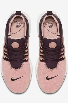 This Nike Sneaker Is the Perfect Shoe For LISS — and All Your Fall Outfits